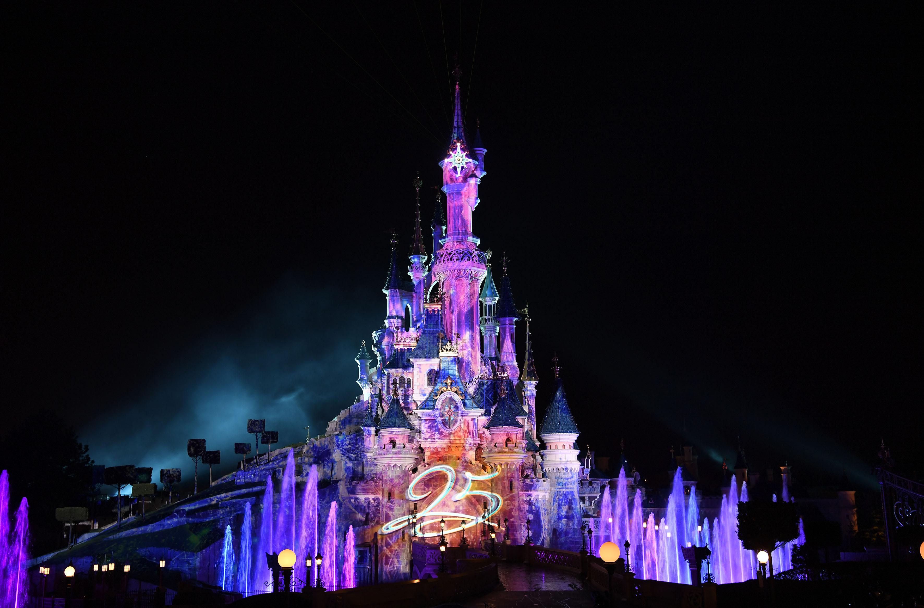 Disney illuminations how it works now and how i d like it - Illumination noel paris 2017 ...